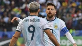 """Messi và Aguero tiếp tục """"săn vàng"""" Copa America"""
