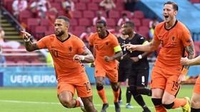 Memphis Depay mở đường chiến thắng cho Hà Lan.