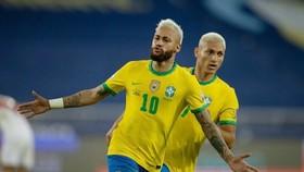 Neymar tiếp tục ghi bàn giúp Brazil thắng lớn trận thứ 2.