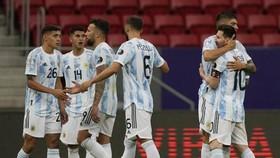 Copa America 2021: Messi dẫn dắt Argentina thắng trận đầu