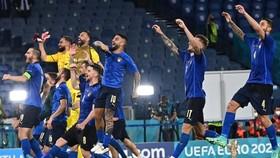 Tuyển Italy ăn mừng chiến thắng sau diễn biến nghẹt thở.