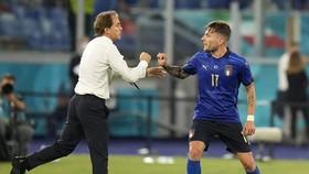 HLV Roberto Mancini luôn cố gắng làm giảm áp lực cho học trò xuyên suốt giải đấu.