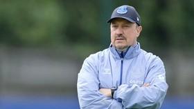 HLV Rafa Benitez giờ thuộc về màu xanh của derby Merseyside. Ảnh: Getty Images