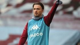 Jack Grealish đã trở lại sân tập Aston Villa đúng hẹn.