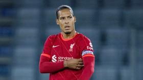 Virgil van Dijk thận trọng sau 9 tháng phải chia tay sân cỏ.