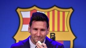 Lionel Messi bật khóc ngay khi nói lời chia tay Barca.