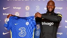 Romelu Lukaku nóng lòng được sớm khoác chiếc áo đấu của Chelsea.