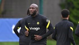 Romelu Lukaku trong buổi tập đầu tiên cùng Chelsea hôm thứ ba.