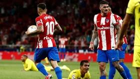 Cầu thủ Villarreal bẽ bàng sau bàn phản lưới nhà khó tin vào phút cuối.