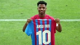 Ansu Fati được trao chiếc áo số 10 đầy vinh dự nhưng cũng lắm áp lực.
