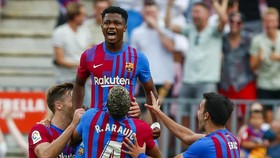 Ansu Fati được sân Camp Nou chào đón với màn trở lại đầy thành công.