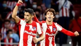Luis Suarez tỏa sáng để khiến đội bóng cũ Barcelona gặp nhiều đau khổ hơn.