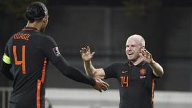 Davy Klaassen mừng bàn thắng duy nhất giúp Hà Lan chiến thắng.