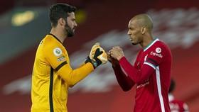 Fabinho và Alisson khó lòng ra sân cuối tuần này.