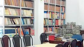 Chiều 17-5, phòng đọc sách Thư viện quận 1 vắng vẻ, không có người đọc    Ảnh: THANH HẢI