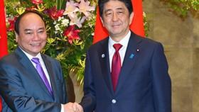 Thủ tướng Nguyễn Xuân Phúc và Thủ tướng Nhật Bản Shinzo Abe tại Tokyo, tháng 5-2016
