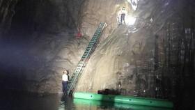 Lãnh đạo Sở TNMT tỉnh Quảng Bình khẳng định giải pháp lắp thang nêu trên có ảnh hưởng đến các quá trình địa chất nhưng không đáng kể