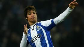Oliver Torres sẽ mang về cho Atletico khoảng 20 triệu EUR.