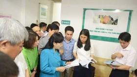 Bộ trưởng Bộ Y tế Nguyễn Thị Kim Tiến cùng đoàn công tác tiến hành kiểm tra đột xuất một phòng khám tư nhân ở Hà Nội