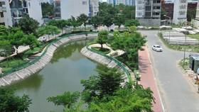Hồ chứa nước mưa, tạo môi trường xanh trong một khu dân cư                                     ở quận 7 (TPHCM)                   Ảnh: CAO THĂNG