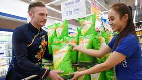 Kyo York muốn đại diện cộng đồng người nước ngoài tại Việt Nam thể hiện tinh thần ủng hộ hàng Việt Nam và ủng hộ siêu thị Co.opmart