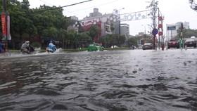 Nhiều tuyến đường trên địa bàn TP Thanh Hóa ngập sâu trong nước