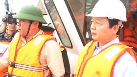 Bộ trưởng Bộ TN-MT Trần Hồng Hà đi kiểm tra và chỉ đạo xử lý sự cố hàng loạt tàu bị chìm có nguy cơ tràn dầu trên vùng biển Quy Nhơn