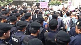 Cảnh sát ngăn chặn một cuộc biểu tình hồi năm 2014