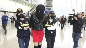 Người mẫu Hy Lạp buôn ma túy bị bắt tại sân bay quốc tế Hồng Công (Trung Quốc) ngày 20-11-2017. Ảnh do Hải quan Hồng Công công bố