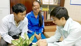 Phòng Công tác xã hội Bệnh viện Chợ Rẫy gặp, tìm hiểu hoàn cảnh của bệnh nhân Nguyễn Thị Trang để giúp đỡ