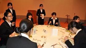 Du học sinh Việt Nam thực tập tại một khách sạn ở Nhật Bản                                     . Ảnh: THU NGUYỄN