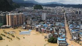 Lũ nhấn chìm cơ sở vật chất tại Liễu Châu, tỉnh Quảng Tây. Ảnh: REUTERS