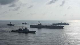 Tàu sân bay của Mỹ và Nhật Bản tập trận ở biển Đông. Ảnh: TWITER