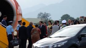 Ông Huỳnh Đức Thơ, Chủ tịch UBND TP Đà Nẵng đón Tổng thống Ấn Độ Ram Nath Kovind cùng Phu nhân tại sân bay Quốc tế Đà Nẵng, bắt đầu chuyến thăm cấp Nhà nước đến Việt Nam