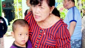 Cô Huỳnh Nga và các học sinh của mình