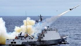 Tàu hải quân Hàn Quốc phóng tên lửa chống hạm Hải Tinh. Ảnh: REDDIT