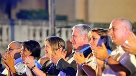"""Chủ tịch HĐNN và HĐBT Cuba Miguel Díaz-Canel Bermúdez tham dự Gala """"Mãi mãi Fidel"""". Ảnh:  TTXVN"""