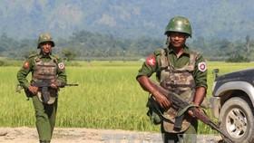 Binh sĩ Myanmar trong một cuộc tuần tra. Ảnh: TTXVN