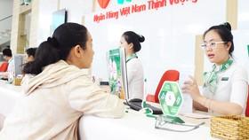 VPBank vừa được nới room tín dụng từ 15% lên 17% nhằm phục vụ vốn kinh doanh  mùa cao điểm cuối năm.          Ảnh: HUY ANH