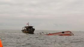 Phối hợp tìm kiếm 10 ngư dân mất tích trên biển