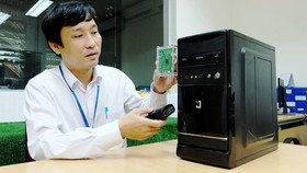 Thạc sĩ Đặng Thanh Hùng giới thiệu bo mạch điện tử Raspberry Pi