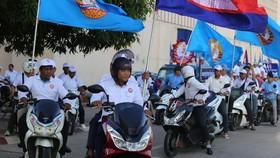 Đội cổ động vận động tranh cử của CPP. Ảnh: TTXVN