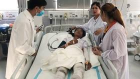 Một trong 3 bệnh nhân bị bỏng lúc bệnh viện tiếp nhận.  Ảnh: VOH