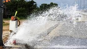 Nhiều hộ dân mất nước vì xe container làm vỡ đường ống
