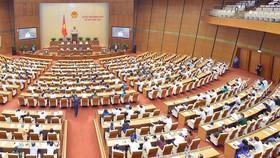 Quốc hội thảo luận tại hội trường về các nội dung gây nhiều tranh luận về dự thảo Luật sửa đổi, bổ sung một số điều của Luật Cán bộ, công chức và Luật Viên chức. Ảnh: QUOCHOI.VN