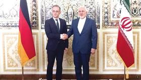 Ngoại trưởng Iran Mohammad Javad Zarif (phải) tiếp Ngoại trưởng Đức Heiko Maas