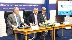 """Cuộc họp bàn tròn về """"Dự án châu Âu tiếp theo"""" - một tham vọng chính trị mới cho châu Âu - do Hội đồng châu Âu tổ chức ngày 11-6 tại thủ đô Bucharest."""