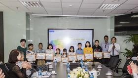 Trao tặng 83 suất học bổng Lê Mộng Đào cho con em nhân viên Tập đoàn Xây dựng Hòa Bình  