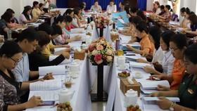 Phụ nữ tham gia giám sát các công trình dân sinh