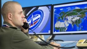 Quân nhân Nga giám sát vụ phóng tàu vũ trụ. Ảnh: ITN